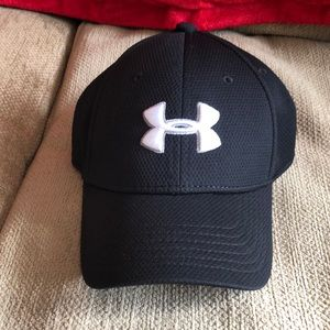Under Armour youth fitted hat.  Size SM/MD